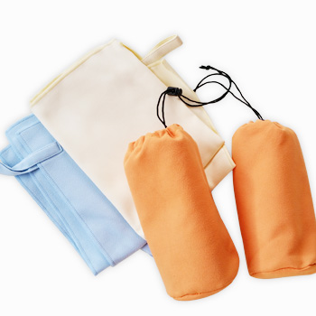 マイクロファイバーファブリックバッグにゴムひも付きのポータブルスポーツタオル